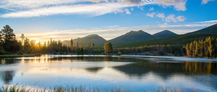 美しい湖の写真